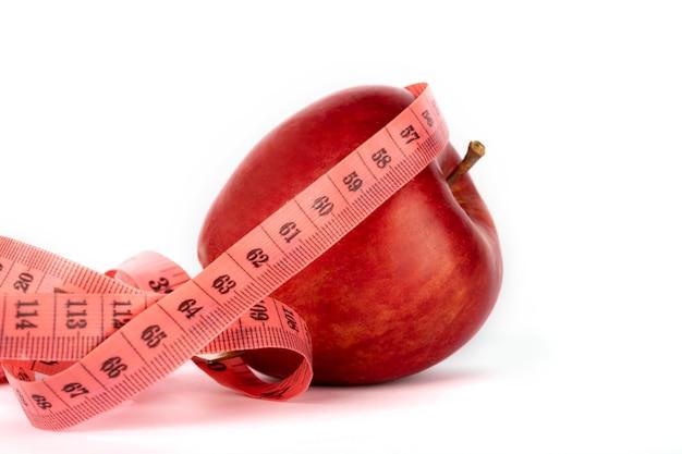 熟した赤いリンゴと測定メーター Premium写真