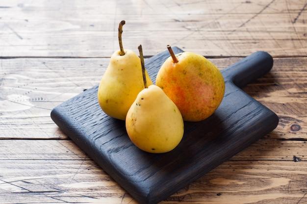 Ripe yellow pears Premium Photo