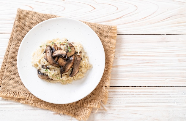 Risotto with mushroom and cheese Premium Photo