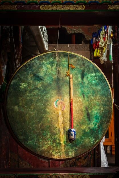 ヘミス修道院、ラダック、インドの儀式の太鼓 Premium写真