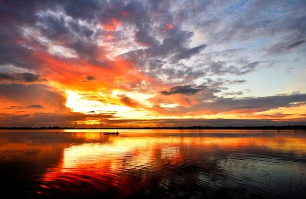 River sunset landscape beautiful sky colorful cloud dramatic twilight fantastic nature morning scene sunrise. Premium Photo