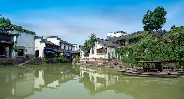 Rivers and ancient houses in ancient towns of zhejiang province Premium Photo