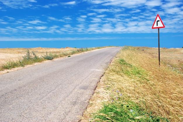 砂漠の道 Premium写真