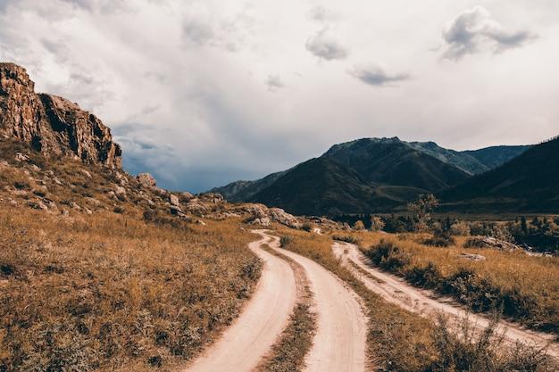 Road in a mountainous area. Premium Photo