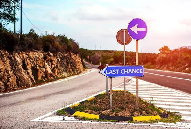 Road sign concept with motivation Premium Photo