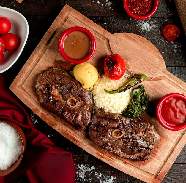 Roasted beef cut with sauce selection 2 Free Photo
