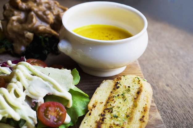 Roasted chicken served with salad and garlic bread Free Photo