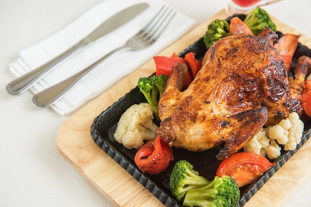 Roasted chicken with vegetables. Premium Photo