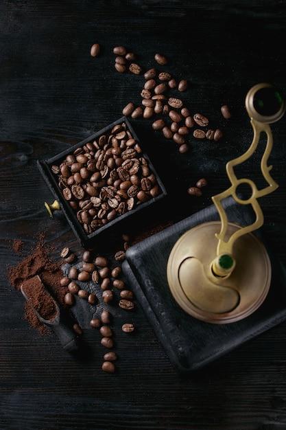 Roasted coffee beans over black Premium Photo