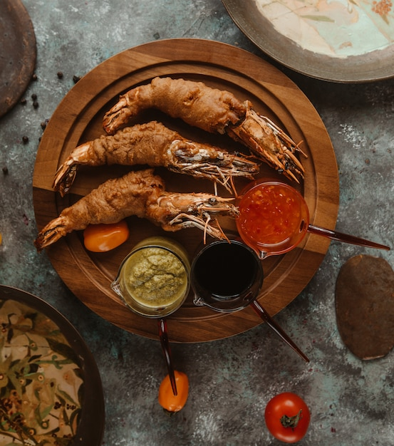 Roasted crabsters served with three types of dressings Free Photo