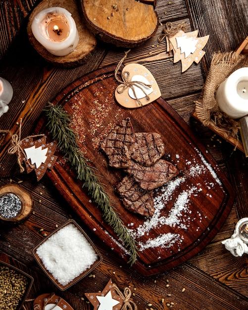 소금으로 구운 고기 조각 무료 사진
