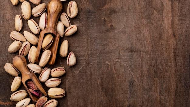 Жареные фисташковые орехи вид сверху копией пространства Бесплатные Фотографии