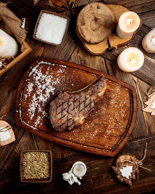 Roasted steak with salt and pepper Free Photo