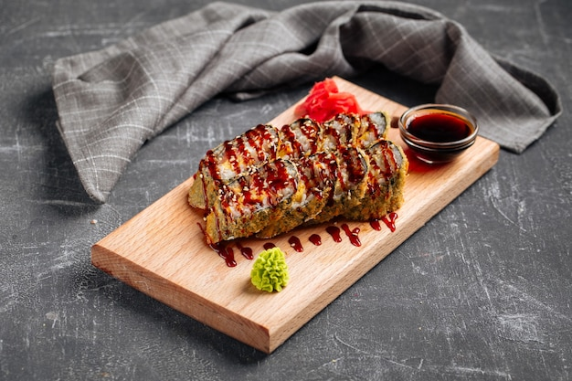 うなぎソースをかけた天ぷら焼き Premium写真