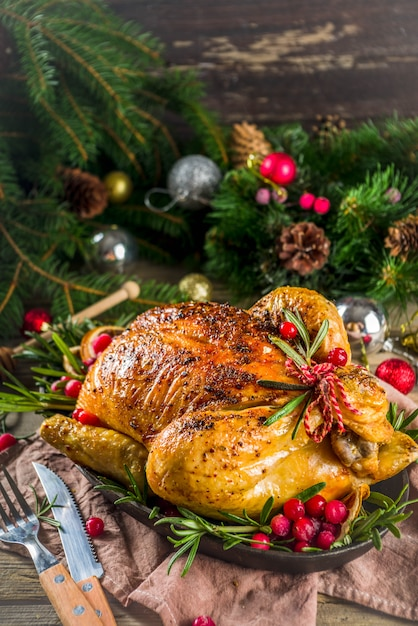 Roasted whole chicken with christmas decoration Premium Photo