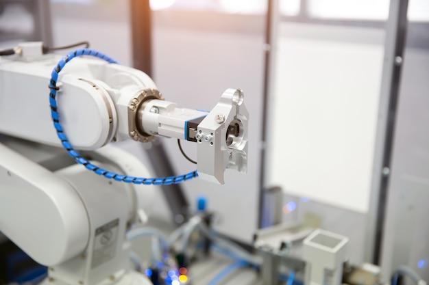 工業製造用ロボットアームcnc自動化処理システム Premium写真