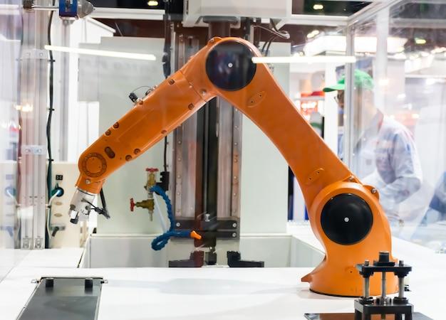 Robot arm working by robots Premium Photo