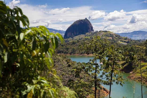 Rock of guatape (piedra del penol) in colombia Premium Photo