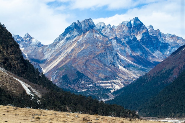 Rock mountain peaks in himalayas, yumthang valley, north sikkim, india Premium Photo