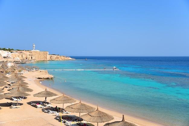 Rocky sea beach hotel in egypt Premium Photo