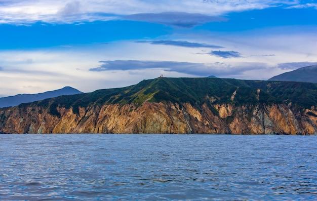Rocky shore of the pacific ocean in summer Premium Photo