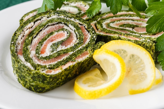 Roll salted salmon, cream cheese and spinach Premium Photo
