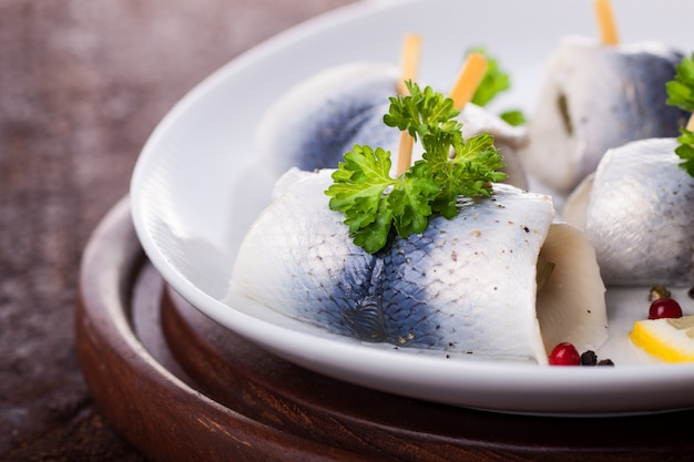 Rolled fish with lettuce Free Photo