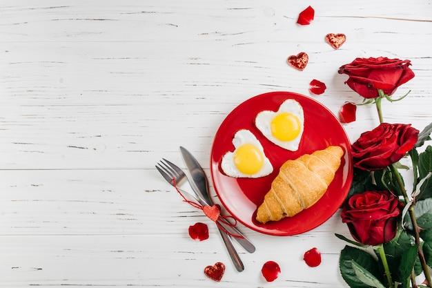 Romantic breakfast on light wooden table Free Photo