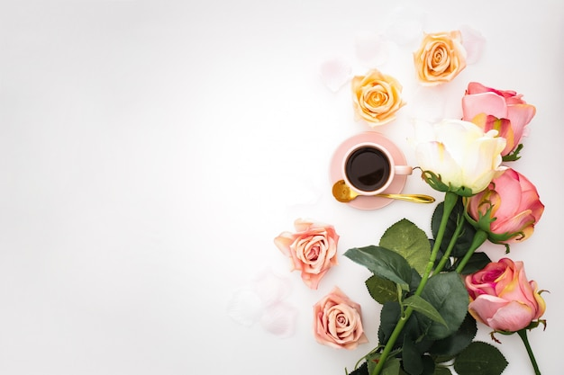 Romantic composition with roses, petals and pink cup of coffee with copy space Free Photo