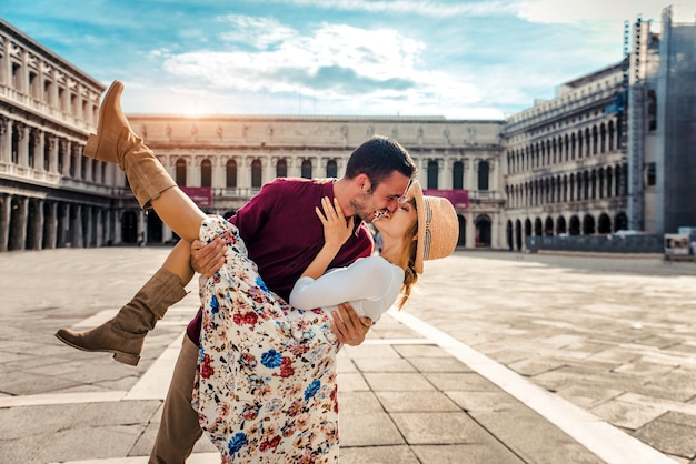 Romantic couple in love kissing in the city of venice, italy. Premium Photo