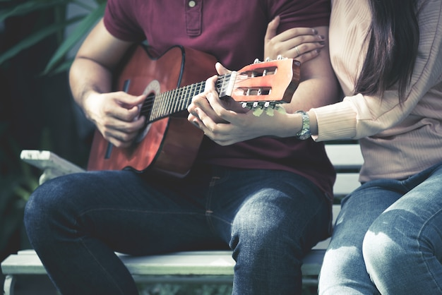 Romantic couples playing guitar together to love and valentine day concept. Premium Photo