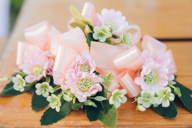 Romantic flower decoration on the table with ribbon. Premium Photo