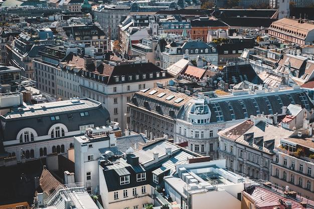 Вид на крышу исторического центра вены, австрия Premium Фотографии