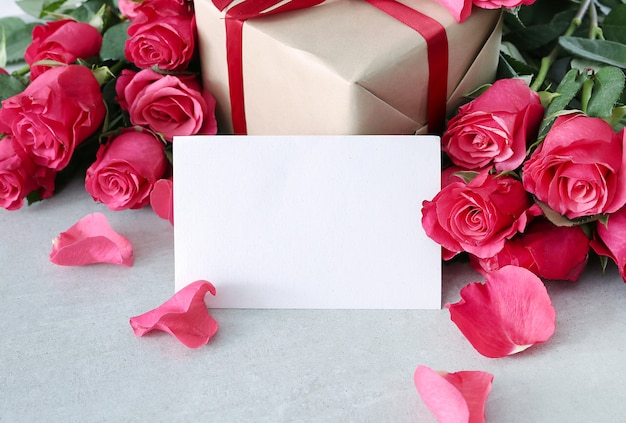 Roses and gift box for saint valentine day Free Photo