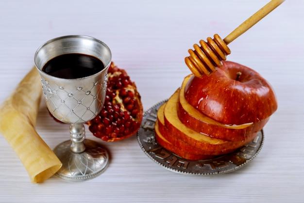Rosh hashanah jewish new year holiday concept. Premium Photo