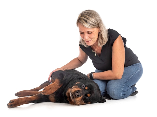 Ротвейлер и женщина Premium Фотографии