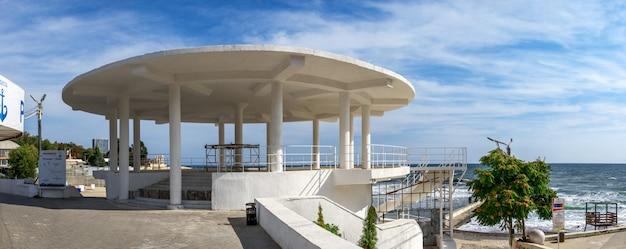 オデッサ、ウクライナのアルカディアのリゾートのロタンダ Premium写真