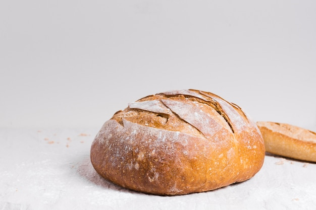 Round baked bread front view Free Photo