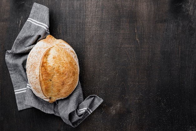 Round bread on cloth with copy space wooden background Free Photo
