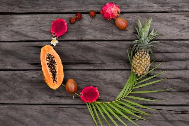 Круглая композиция с тропическими фруктами Бесплатные Фотографии