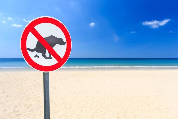 Round no dog pooping sign on the beach Premium Photo