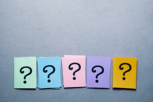 Row of different colored cards with question marks Premium Photo