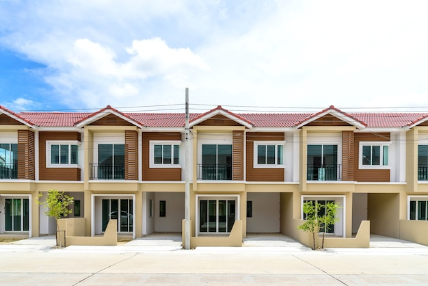 Row of just finished new brown townhouses. Premium Photo