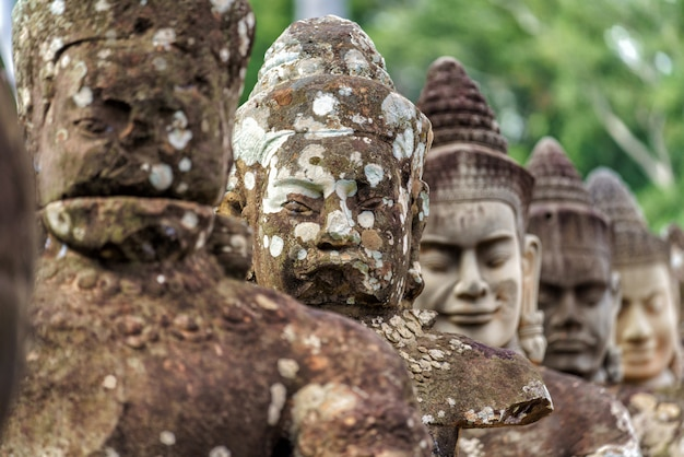Row of sculptures in the south gate of angkor thom Premium Photo