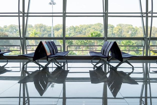 Rows chair with glass window at terminal gate Premium Photo