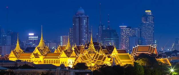 Royal grand palace in bangkok Premium Photo