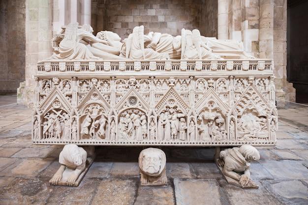 Royal tomb, alcobaca Premium Photo