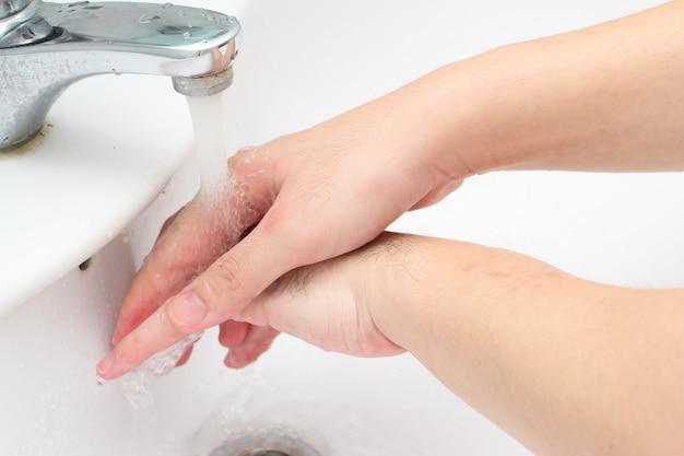 Rubbing hands Free Photo