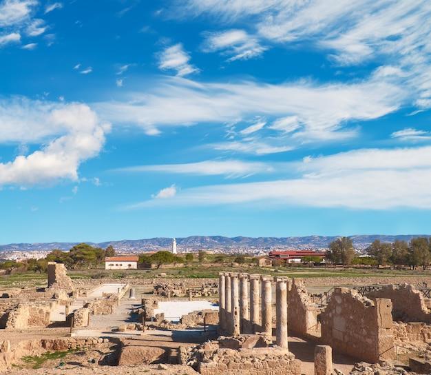 Руины и колонны древнего города пафос, кипр Premium Фотографии