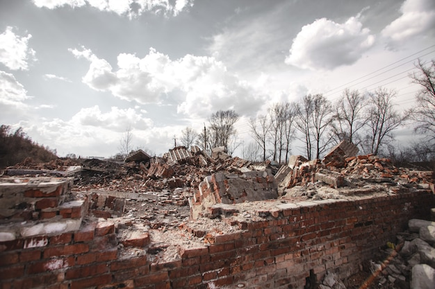 The ruins of a brick house Premium Photo